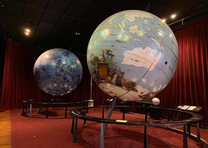 Les globes à l'intérieur de la BNF